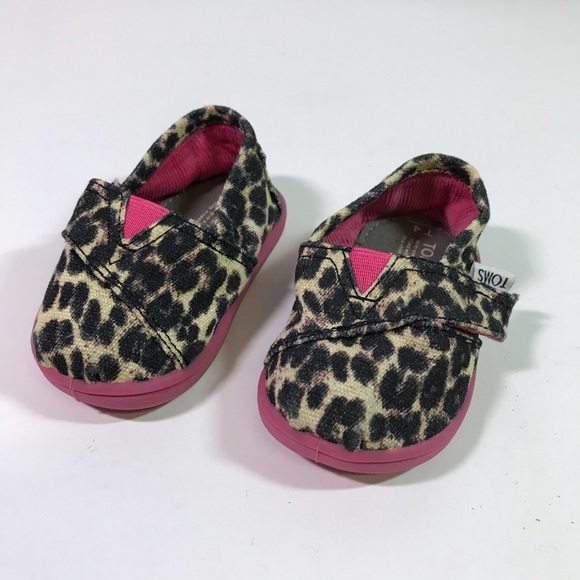 3ed601d34c9f Toms Toddler Girl Size 4T Animal Print Pink Shoes.  M 5b1006e59a945570cb8dc84a